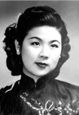 席与时,民国名媛,出生于上海席家花园,为中国近代著名金融家席德柄之女,排行第六,时称席家六小姐。抗战期间前往美国,在美期间,她实现了童年时的理想和誓言,热情致力于盲人儿童的教育,深得美国校方和社会的好评。