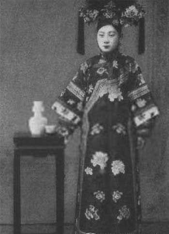毓朗大格格爱新觉罗·恒慧,定郡王溥煦的大孙女