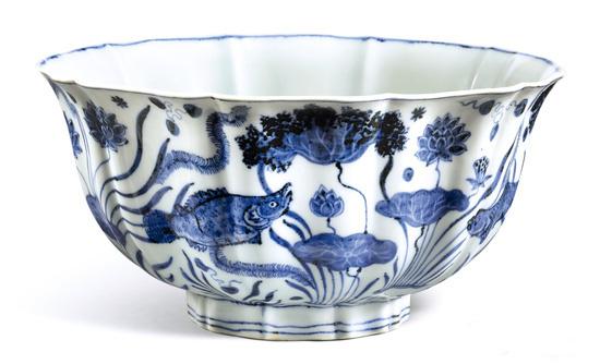 明宣德青花鱼藻纹碗在港拍卖 以2.29亿港元成交