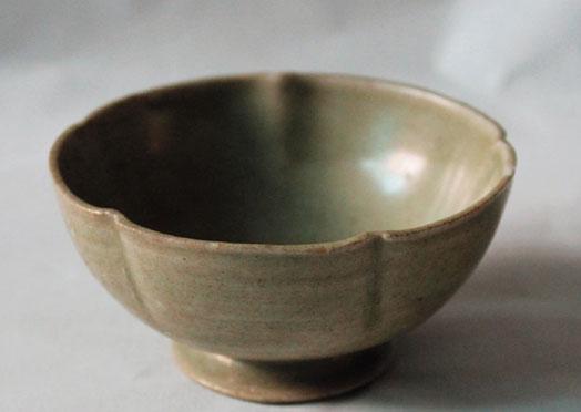 婺州窑 青釉五出筋花口喇叭足茶盏 高3.5cm 底径4cm 口径8.5cm