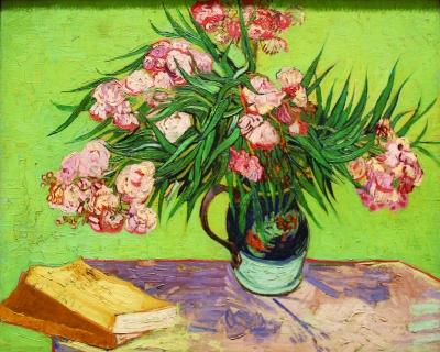 粉红色是文艺复兴前后艺术品尤其是绘画中非常常见的颜色
