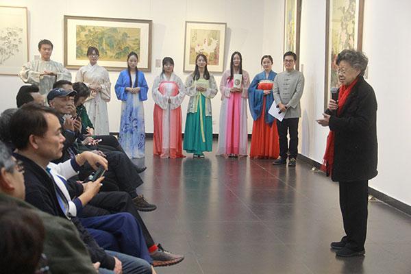 北京師範大學資深教授、國家教委藝術教育委員會委員黃會林現場致辭。