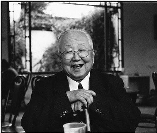 启功(1912—2005年),自称姓启名功,字元白,也作元伯,号坚净翁,北京市人。