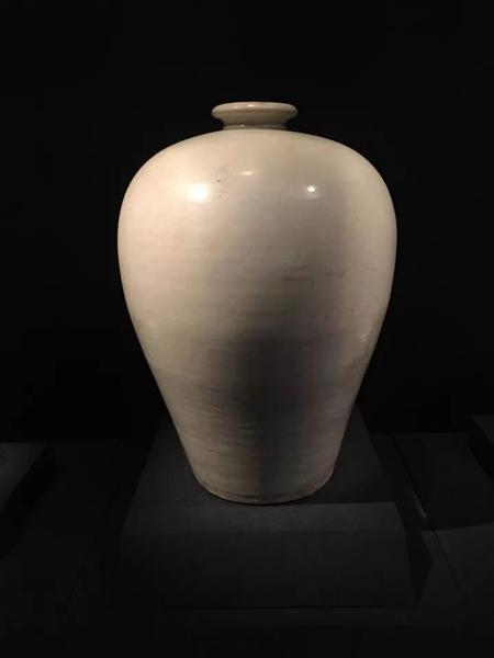 相较后世的梅瓶器形特点,唐朝的梅瓶似乎显得更为丰满