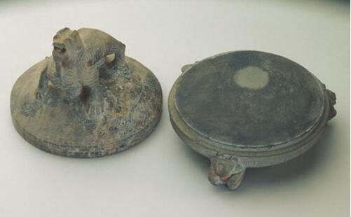 宣砚文化园的展厅内,有各具特色的宣石衍生的文化产品