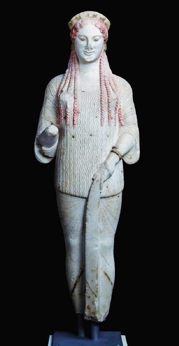 科拉雕像和舞乐图瓶画器盖,在上海博物馆大堂展出
