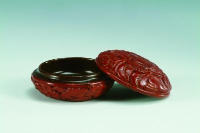 剔红荔枝纹圆盒 明 上海博物馆藏