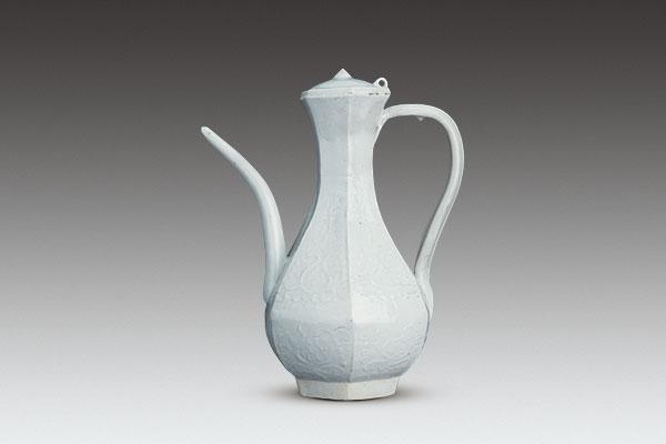 青白瓷执壶
