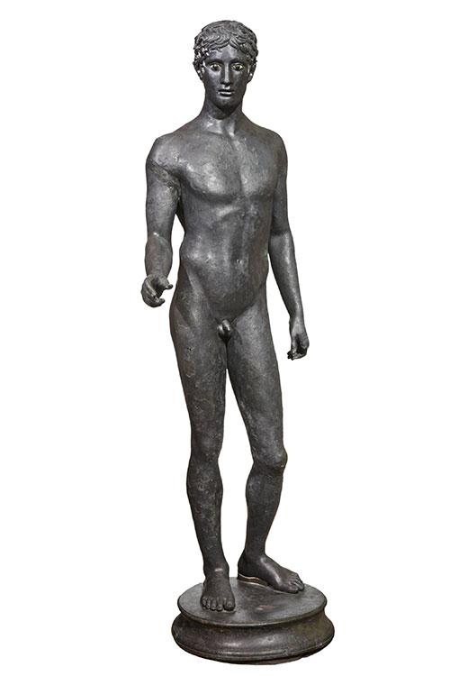 男青年青铜雕像