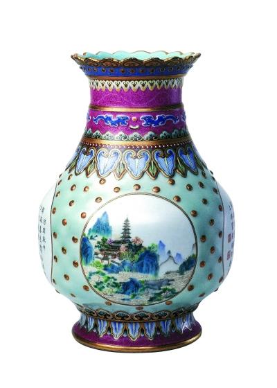 珐琅彩山水诗句瓶(陶瓷) 清代 故宫博物院藏