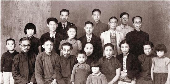 1947年在中央大学美术系 前排左二为傅抱石 左一为丰子恺 左三为陈之佛