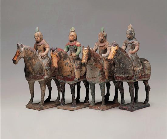 唐 神龙二年(706年) 彩绘贴金骑马俑
