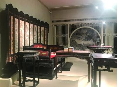 展览现场展出的家具珍品