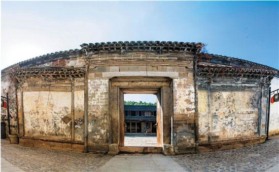1844年8月1日,吴昌硕出生在安吉鄣吴村的一座深宅大院里,并在此度过了二十二个春秋。人生盛年,吴昌硕从安吉走出,走向中国,走向世界。