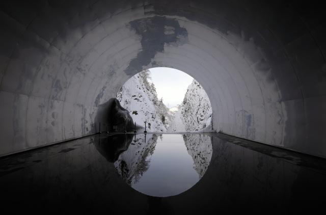 中国建筑家改造日本隧道 倒影雪景神秘梦幻(图片来源:朝日2018世界杯体育投注网站站)
