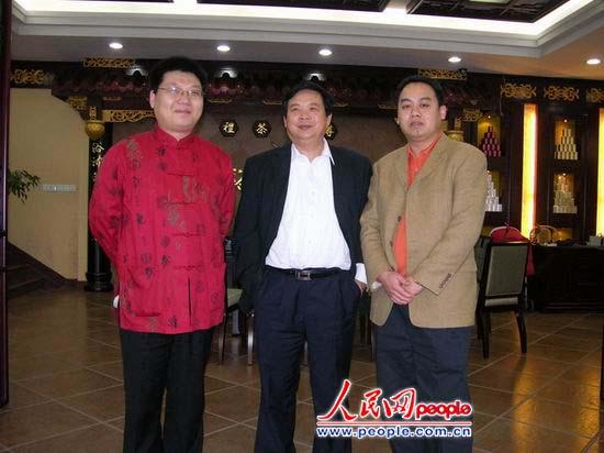 一)与著名画家李志向、画坛名家李德哲(左一)