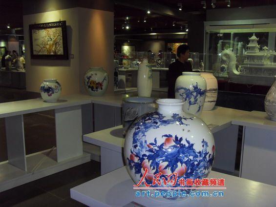 网记者带您参观景德镇陶瓷成就成果展