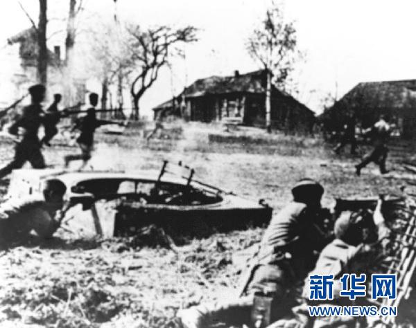 历史上的今天 图说 叶剑英/1941年6月22日,法西斯德国撕毁苏德互不侵犯条约。这是苏联...